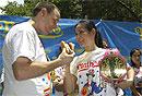 Победительница соревнований по поеданию хот-догов мечтает о салате