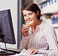 Перекус на ходу и еда за столом по-разному утоляют голод