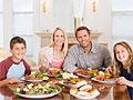 Ученые выявили прямую связь между приготовленным дома обедом и здоровьем ребенка