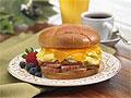 Специалисты установили опасность бутерброда с сыром и ветчиной