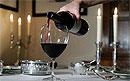 Бокал вина не менее вреден для здоровья, чем три стопки водки