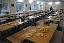 Роспотребнадзор закрыл столовую омской школы, в которой отравились 14 детей