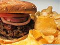 В продуктах, которые считаются вредными, содержится немало полезных веществ
