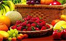 Избегать или правильно выбирать несезонные овощи и фрукты