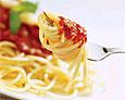 На ужин нужно есть спагетти и булочки