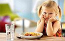 Нельзя заставлять ребенка доедать все, что лежит на тарелке