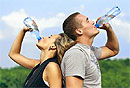 Страдающим мигренью рекомендуется пить 7 стаканов воды в день