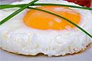 Регулярное употребление яичного желтка для здоровья также вредно, как и курение